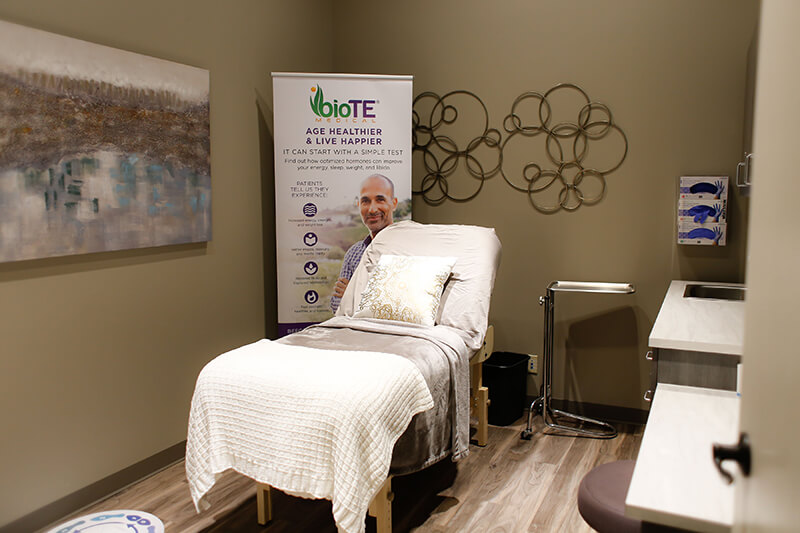 Emerge South Sheridan treatment room with bed